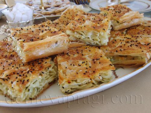 Baklava Hamuru ile Makarnalı Börek