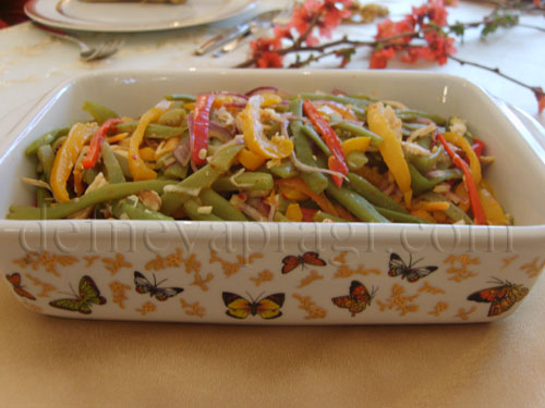 Tavuklu ve Renkli Biberli Taze Fasulye Salata