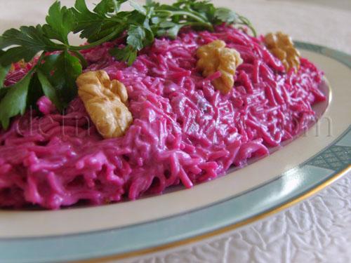 Pancarlı ve Tavuklu Şehriye Salatası